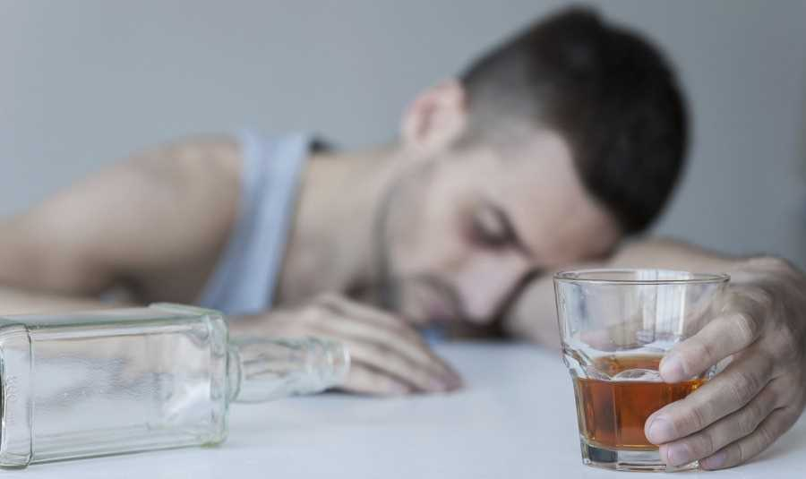 Как лечить алкоголизм народным средством